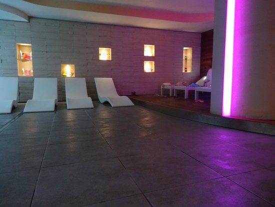 Hotel Chalet del Brenta: la zona relax vicino alla piscina