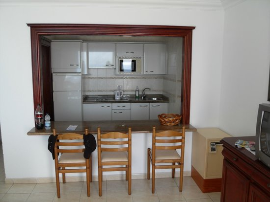 LABRANDA Los Cocoteros: Kitchen view and dining are