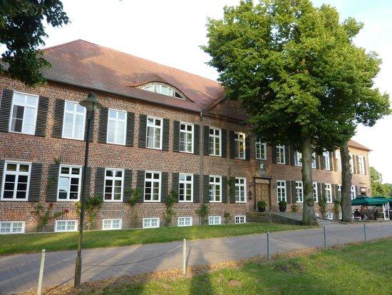 Romantik Hotel Gutshaus Ludorf: Vorderseite des Gebäude