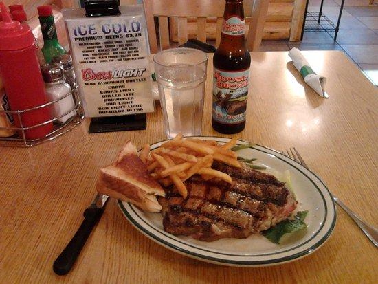 """Red Rock Restaurant: une viande super tendre servie """"bleue"""" comme demandé avec une """"locale """" bière  : le top"""
