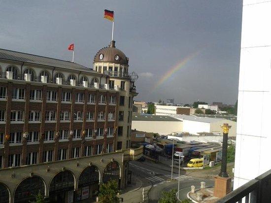 Apartment-Hotel Hamburg Mitte : Störtebeckerhaus mit  Regenbogen