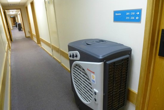Travelodge St Austell Hotel: Corridor with Industrial Coolers