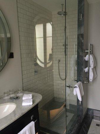 Hotel Maria Cristina, a Luxury Collection Hotel, San Sebastian: Detalle del baño