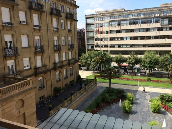 Hotel Maria Cristina, a Luxury Collection Hotel, San Sebastian: Vistas a la fachada posterior del hotel