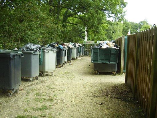 Campsites Le Parc de Fierbois: poubelles !!!!!!