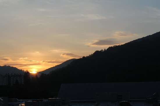 River Terrace Resort & Convention Center : sunrise from balcony