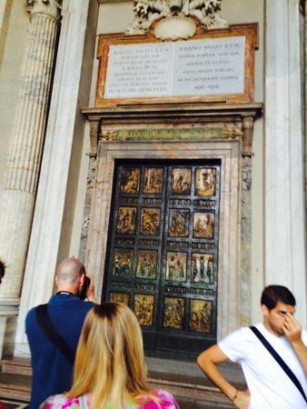 Basilique Saint-Pierre : 天国の扉