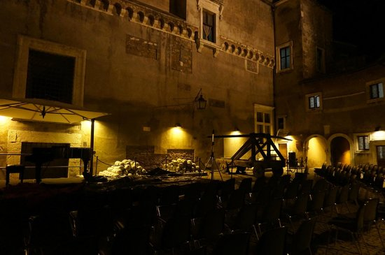 Castillo de Sant'Angelo: The courtyard of Castel Sant'Angelo were classic concerts take place