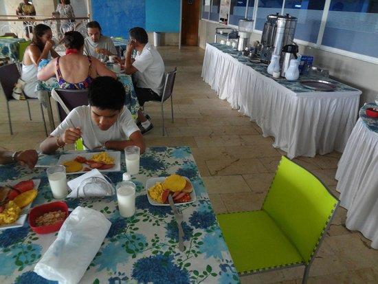 Cartagena Premium Hotel: almorzando en el comedor del hotel