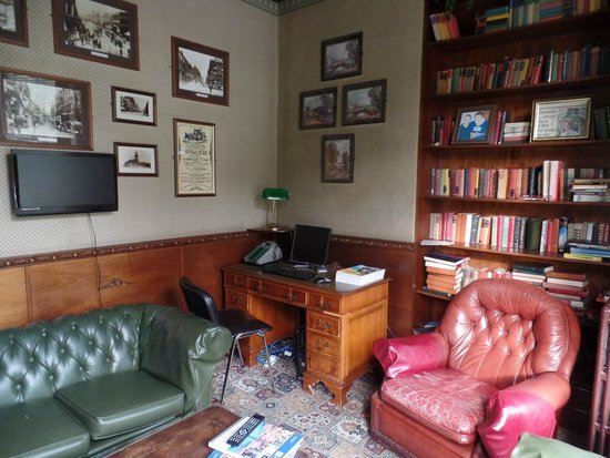 The Butlers Hotel : The Library