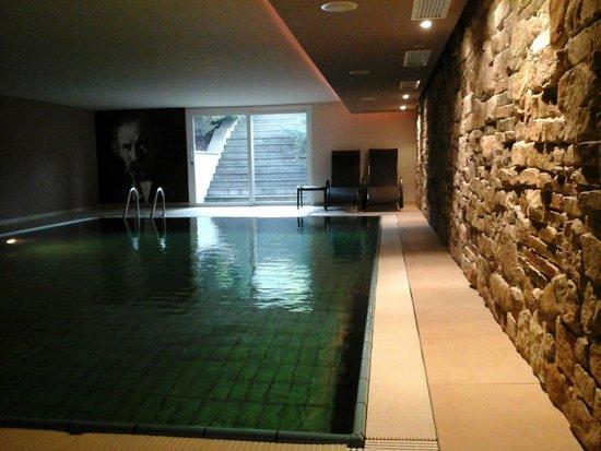 Hotel Christof: la piscina...dalle scale si sale alla zona solarium