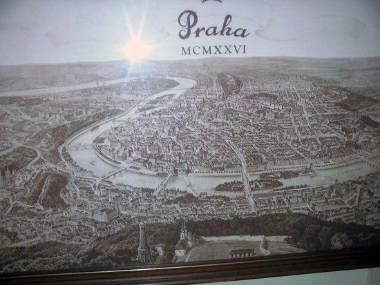 Prague Inn: На стене в коридоре