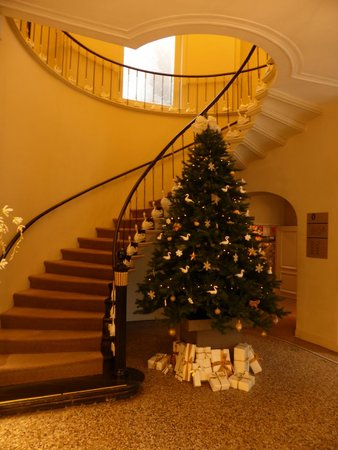 Hotel Navarra: Main staircase, done up for Christmas