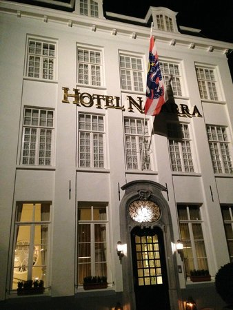 Hotel Navarra Brugge: Main entrance to the hotel