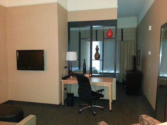 Cambria Hotel Raleigh-Durham Airport: Few of Desk area