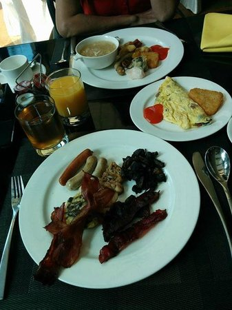 Shangri-La Hotel Jakarta: Breakfast