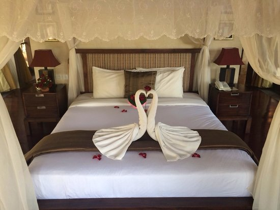 Gending Kedis Villas & Spa Estate: Our bed on arrival! Very sweet!
