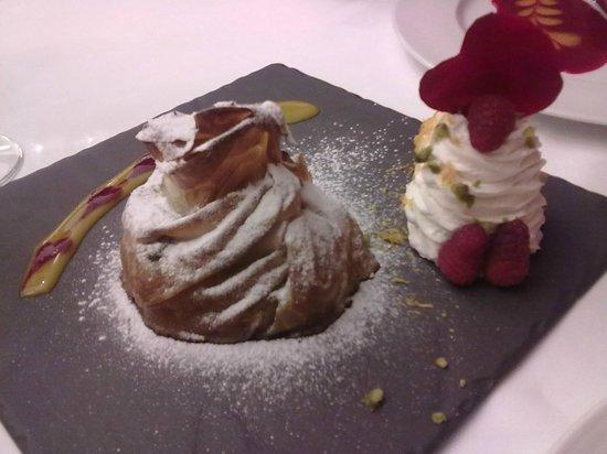 Casa Lobato : mele appassite nel sidro racchiuse in un delizioso involucro di pasta fillo