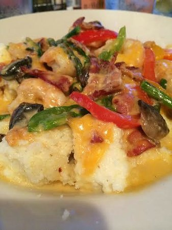 Bay Breez' Restaurant & Grill: Shrimp & Grits...cheesy grits!
