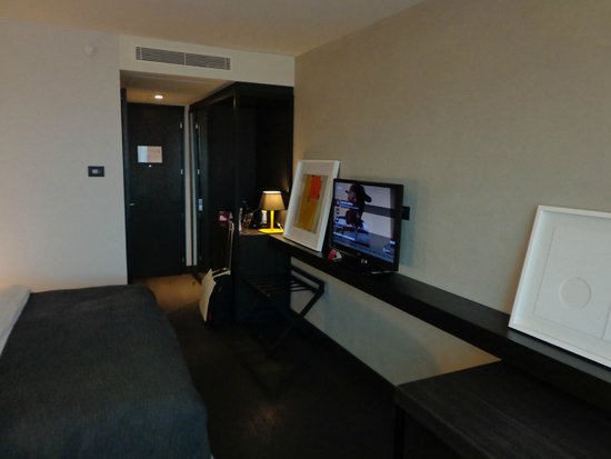 Crowne Plaza Belgrade: working space with still not fixed pictures on the wall
