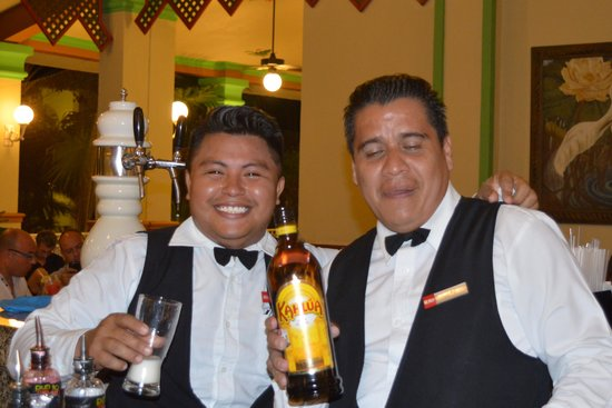 Hotel Riu Playacar: two great bar men