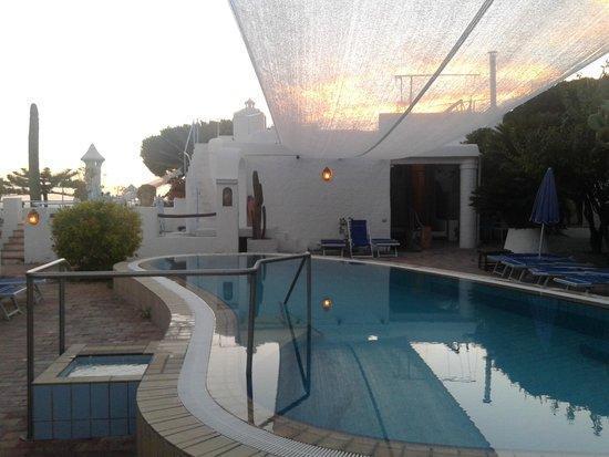 Residence Villa Ravino: piscina esterna