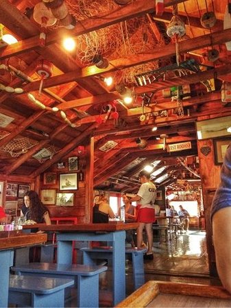 Nunan's Lobster Hut: Inside