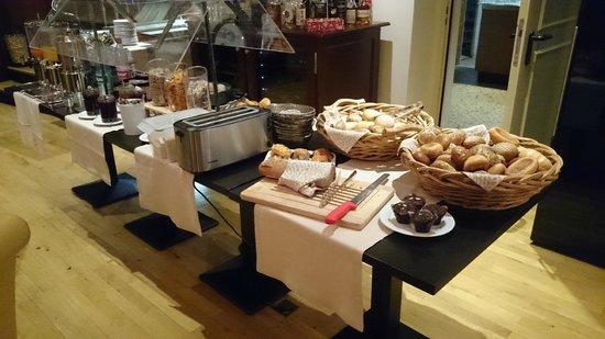 Maingau Hotel: Desayuno