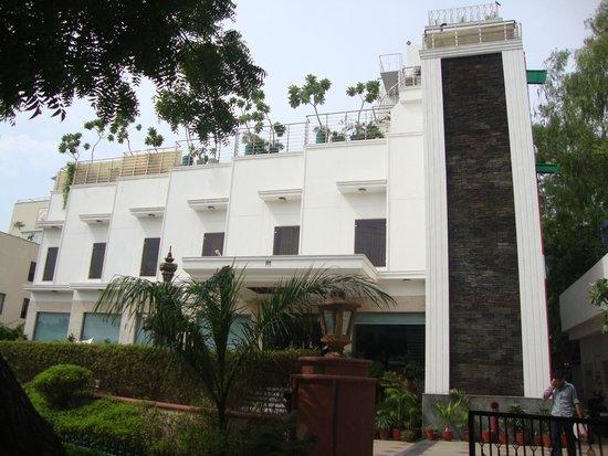 Hotel Taj Resorts: Hotel view from front