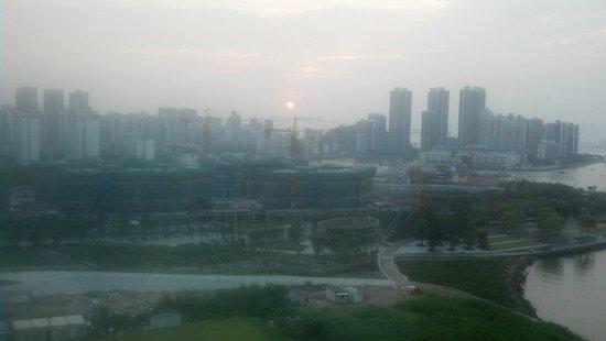 Hilton Shenzhen Shekou Nanhai: Hot Hazy Sunset over Shenzhen
