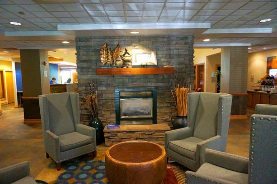 Holiday Inn Express Hotel & Suites Bozeman West: Lobby