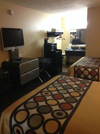 Super 8 Kissimmee/Maingate/Orlando Area: micro/fridge combo at no extra charge