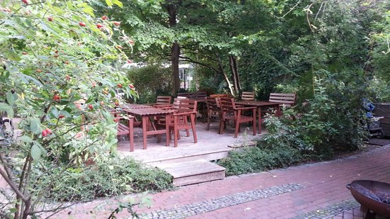 EastSeven Berlin Hostel: Patio hermoso