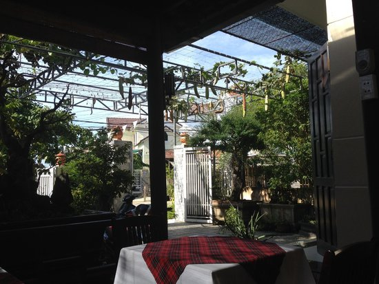 Green Tea Homestay : Dining on the deck