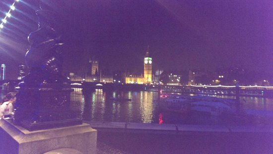 Premier Inn London County Hall Hotel: The Houses of Parliament & Clock Tower housing Big Ben from South Bank