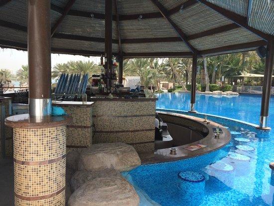 Le Meridien Mina Seyahi Beach Resort and Marina: Pool bar