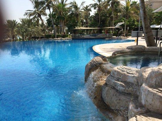 Le Meridien Mina Seyahi Beach Resort and Marina: Le Meridien pool