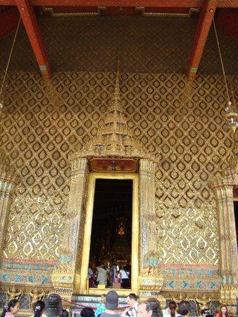 Temple of the Emerald Buddha (Wat Phra Kaew): храм изумрудного Будды