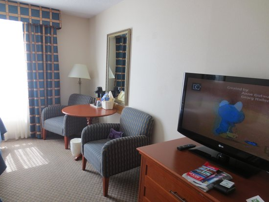 Holiday Inn Toronto Bloor Yorkville : another view of the room