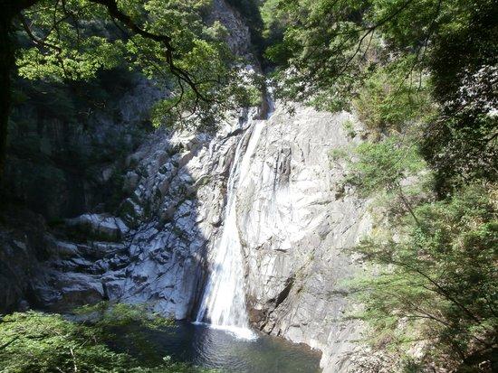 Nunobiki Falls (Nunobiki-No-Taki): 布引の滝