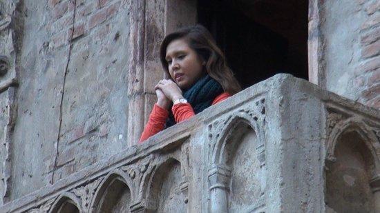 Casa di Giulietta: ジュリエットの窓には女性客の姿が。