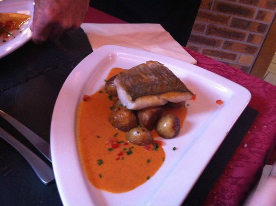 L'Ardoise : Fish fillet in excellent sauce.