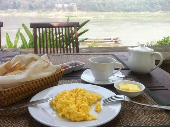 The Belle Rive Boutique Hotel: Breakfast with the view over the Mekong river