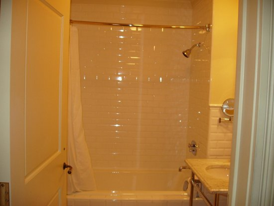 New Sheridan Hotel: Shower