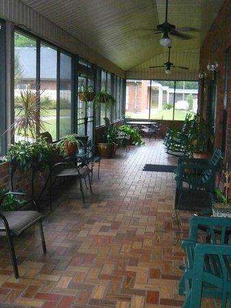 Hospitality Inn: Véranda