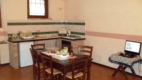 Le Dimore del Borgo - La casa su: Ingresso Cucina dell'appartamento