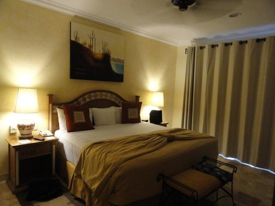 Villa del Arco Beach Resort & Spa Cabo San Lucas: Large king bed....NICE