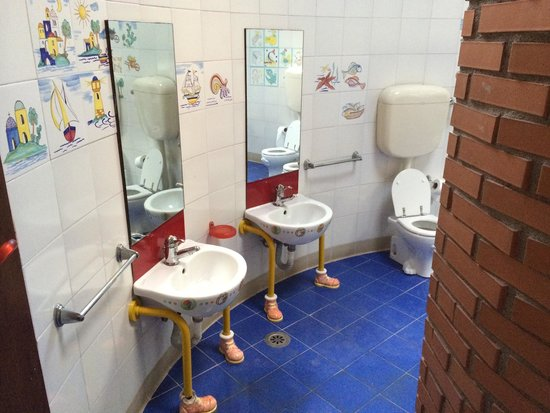 Flaminio Village Bungalow Park: Trovare questi bagni per tuo figlio è una vera libidine!!!