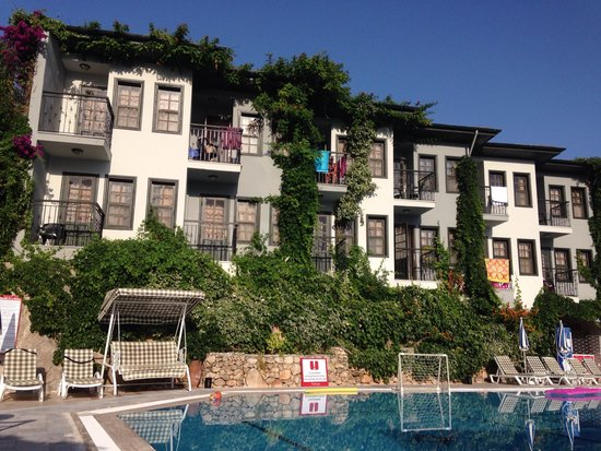Hisar Holiday Club: Hotel from pool