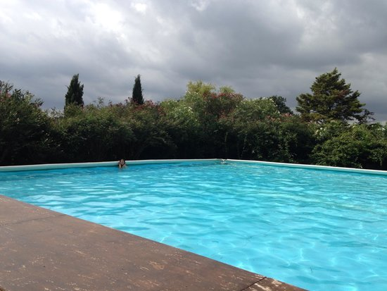 Country Relais I Due Laghi: Piscine très agréable ou l on peut vraiment nager !!!!